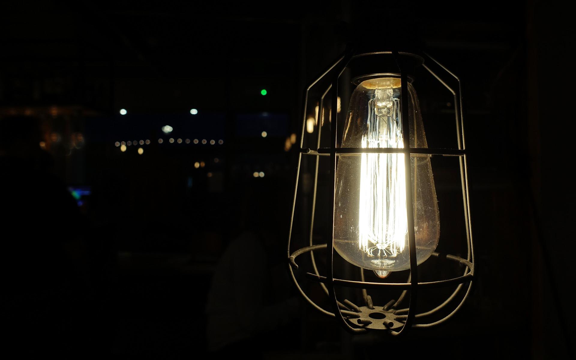 light-2190099_1920.jpg