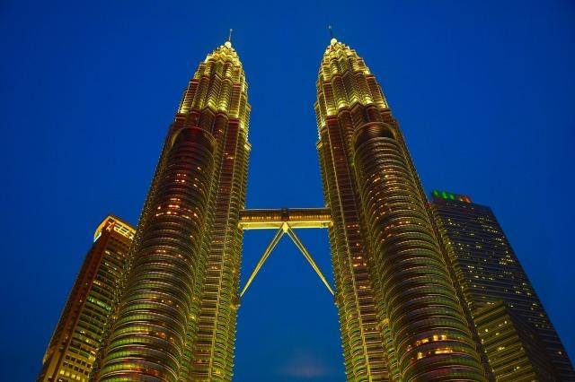 twin-tower-1379220_1920.jpg